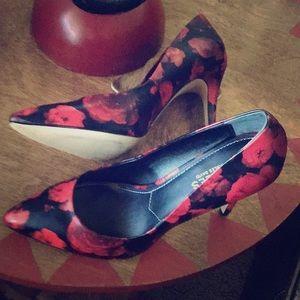 Gorgeous Rose Printed Heels!
